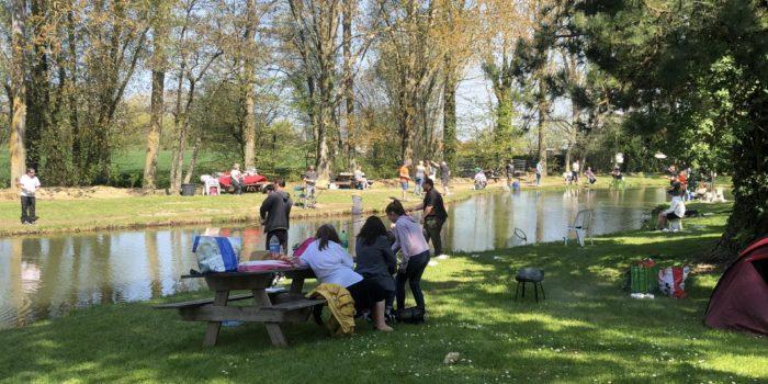 L'étang du Moulin Bleu vous propose la location de bassin pour une sortie en famille.